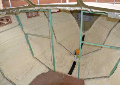 Boat insulation with polyurethane sprayfoam on metal surface