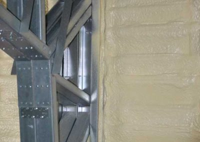 Polyurethane sprayfoam on metal surface