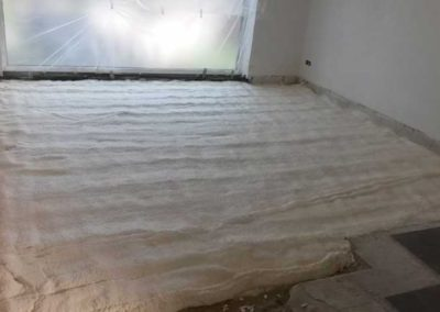 Floor insulation with polyurethane sprayfoam
