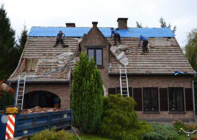 Roof insulation spray foam