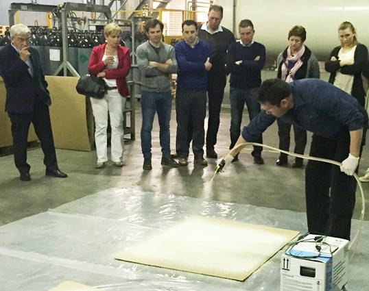 spray foam demonstration by Fomicom